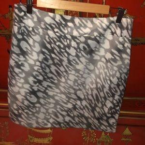 Silver cheetah print Anne Klein skirt size 8